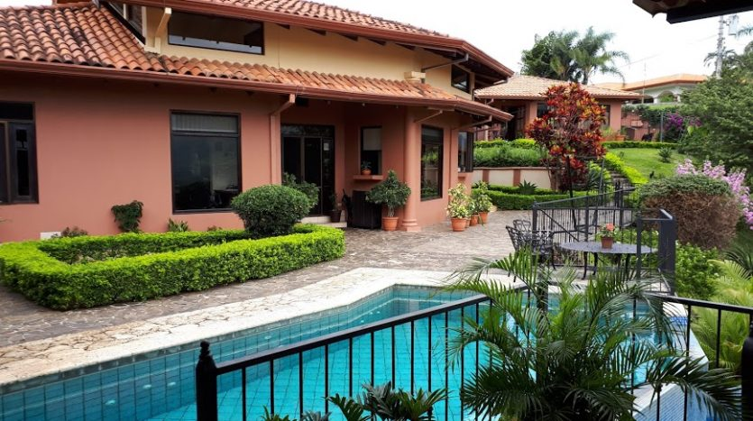 Pool view house for sale Atenas Costa Rica