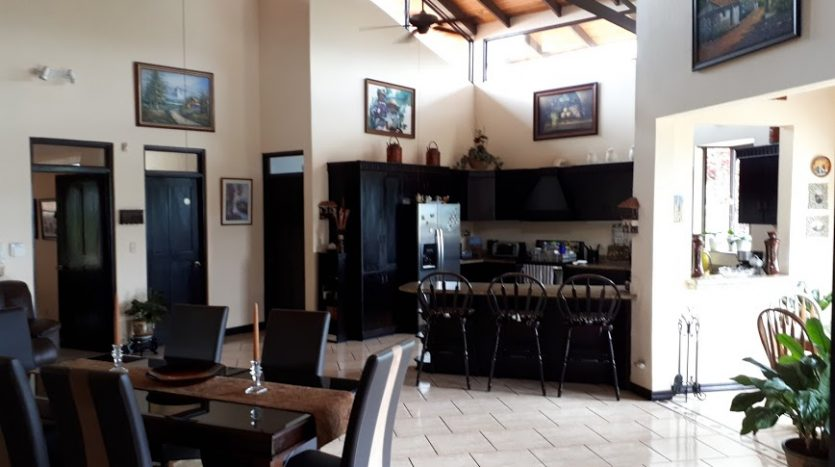 House with pool for sale in Atenas Costa Rica