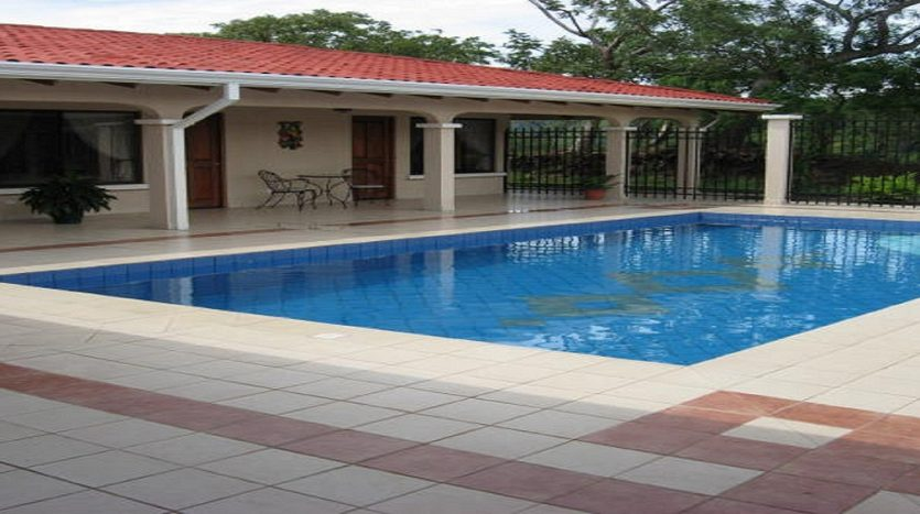House with large pool for sale by Atenas real estate in Costa Rica