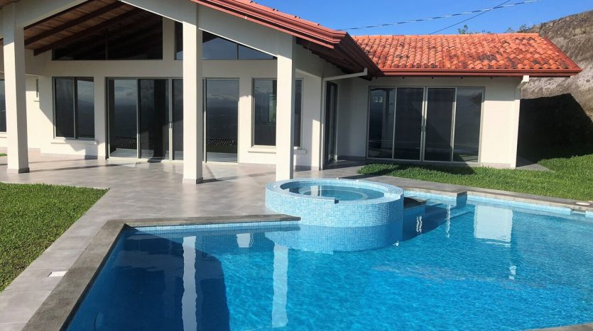 Pool jacuzzi house for sale Atenas Costa Rica