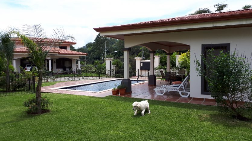 nice small gated community house for sale in Atenas Costa Rica