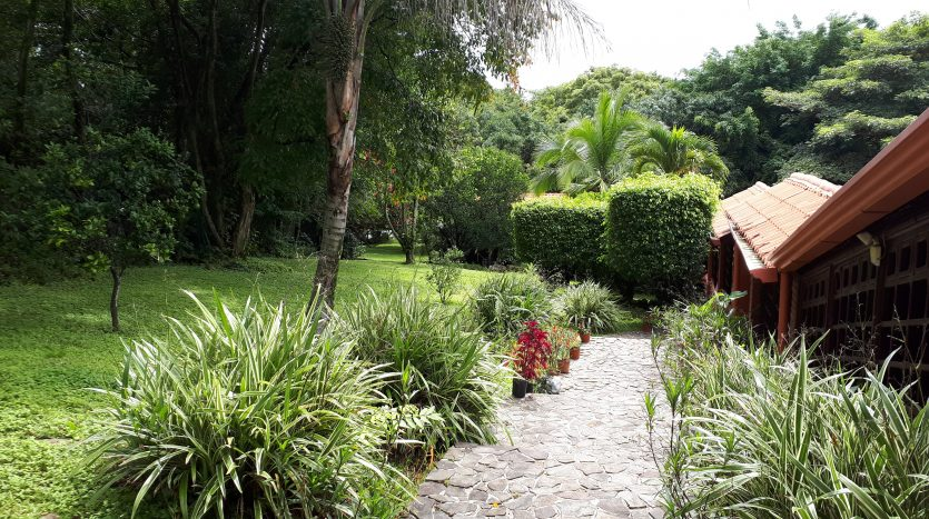 Spacious Atenas real estate property for sale in Costa Rica