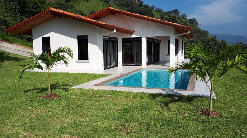 house and pool for sale in Atenas in Costa Rica