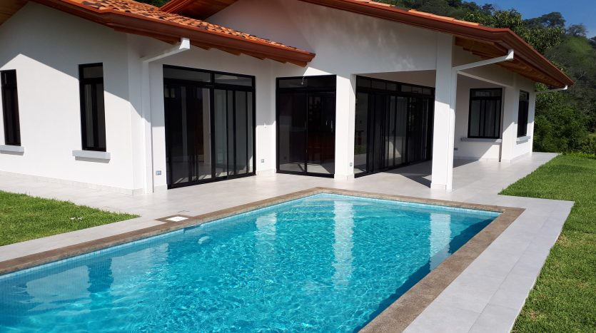 pool and house for sale in Atenas Costa Rica