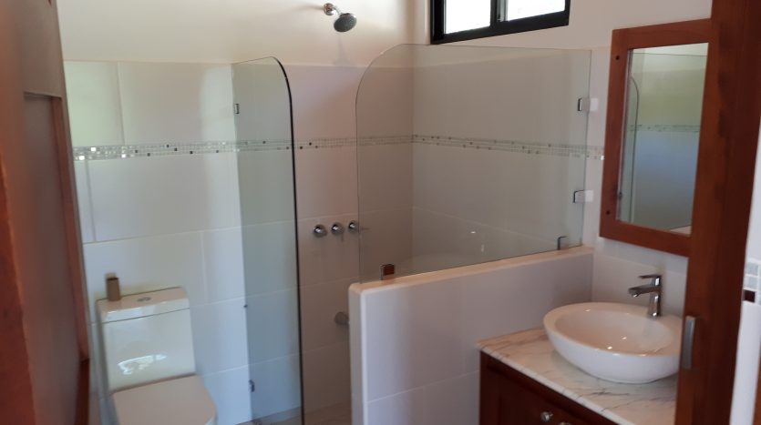 bathroom in house for sale in Atenas Costa Rica