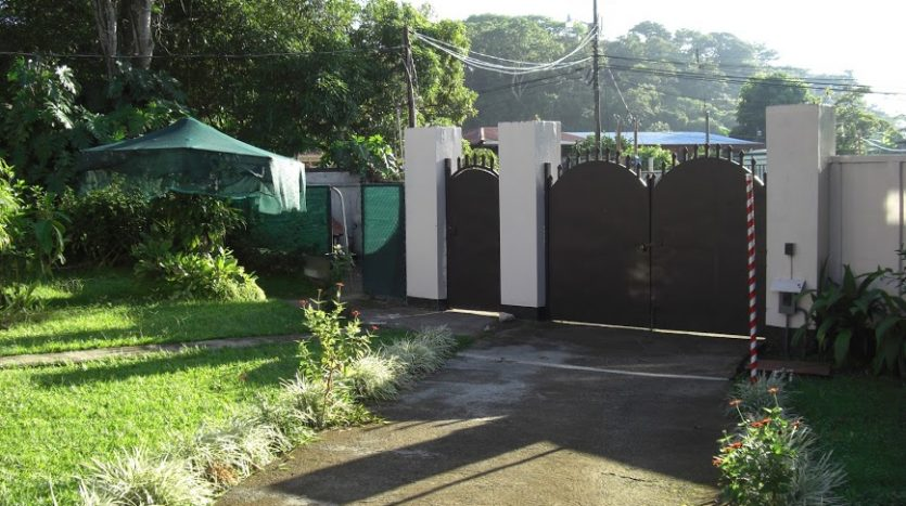 house for sale in Atenas with own water well in Costa Rica