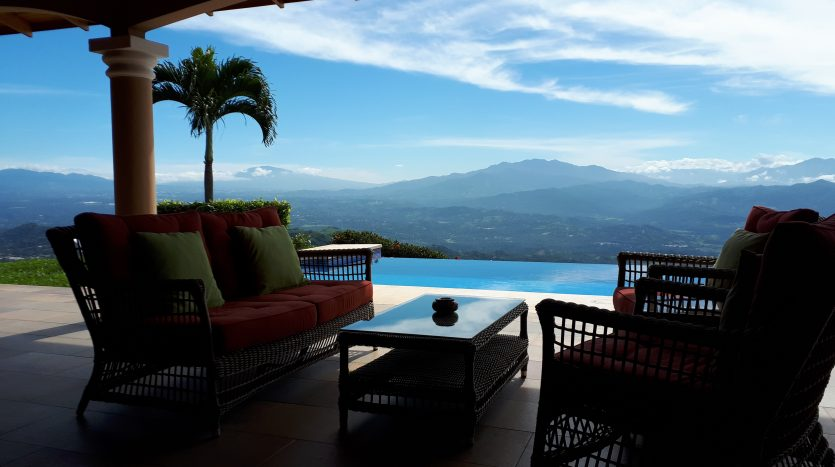 pura vida atenas real estate agent has house for sale in Costa Rica