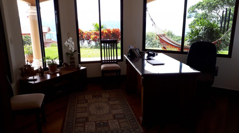 sale of house with infinity pool in Atenas best climate Costa Rica