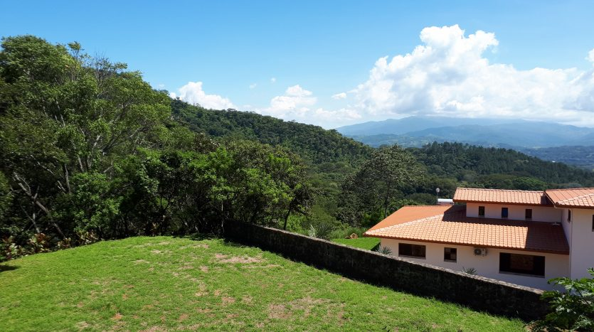 Atenas real estate sells house building lots in Costa Rica